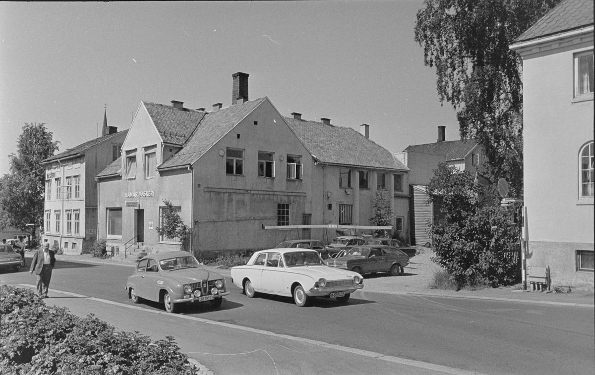 Hamar Vaskeri, Grønnegata 85, personbiler. Gateparti Hamar.