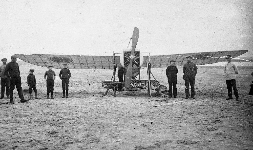 Flyet til Trygve Gran (20.1.1888 - 8.1.1980), det første flyet som flaug over Nordsjøen. Han flaug frå Cruden Bay i Skottland til Sele på Jæren på 4 timar og 10 minutt.