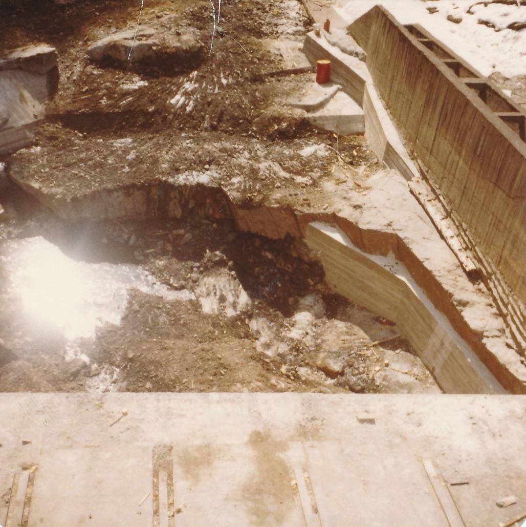 Støpningsarbeid utført i forbindelse med forbedring av dammen på Kistefoss