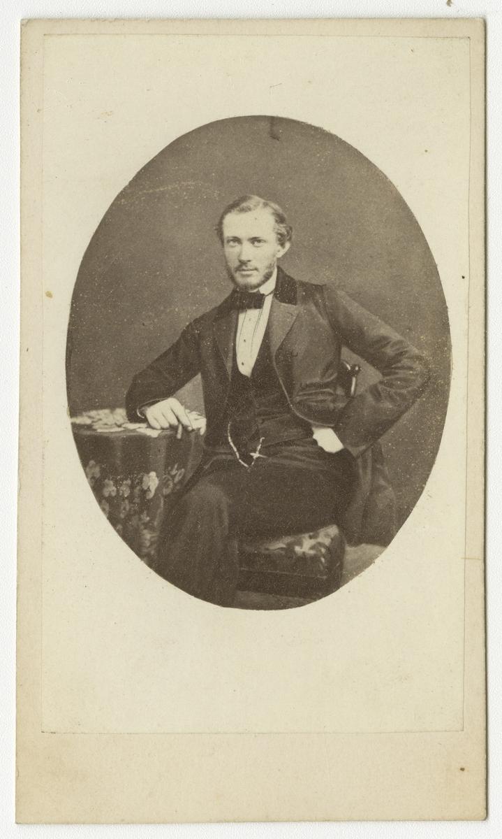 Porträtt av Carl Axel Poignant, löjtnant vid Andra livgrenadjärregementet I 5.