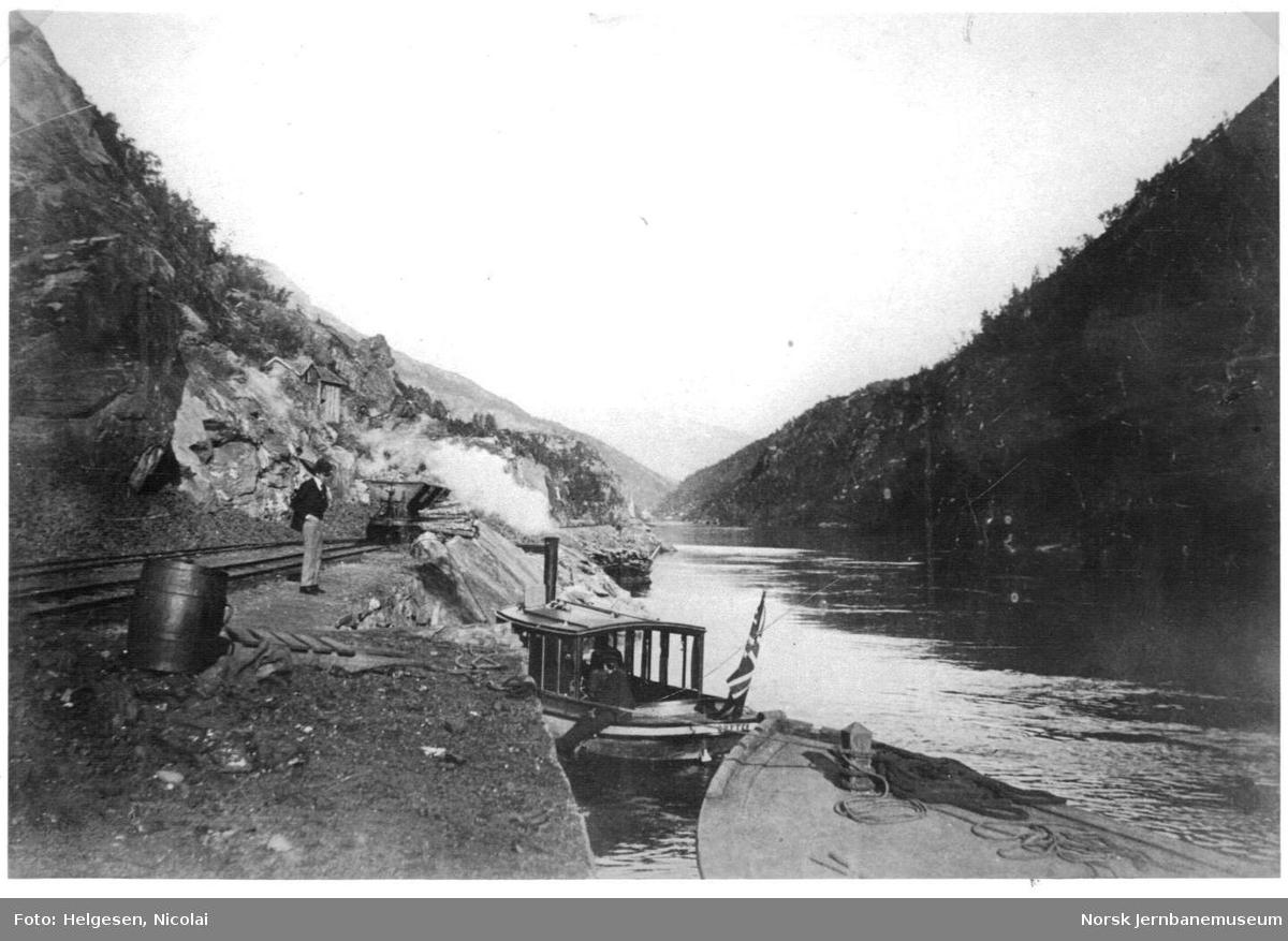 Sulitjelmabanens endestasjon Fossen Dam. Dampbåten GUTTEN ved kai