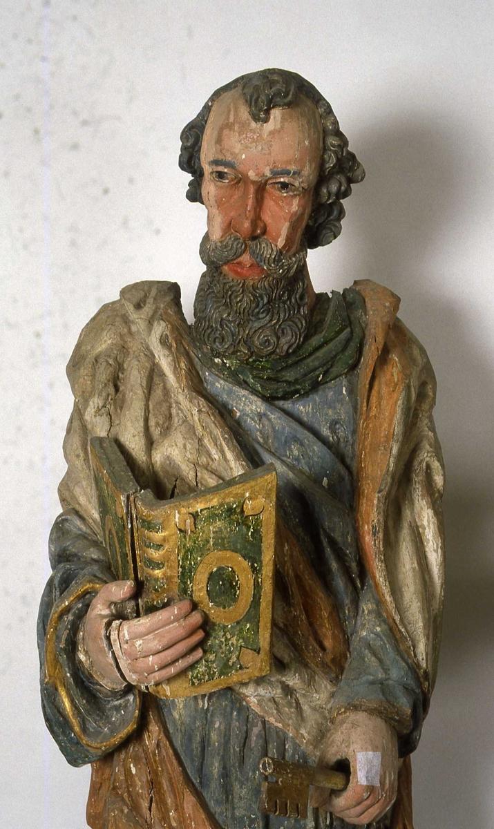Träskulptur föreställande aposteln Petrus i Brahekyrkan på Visingsö, Jönköpings kommun.