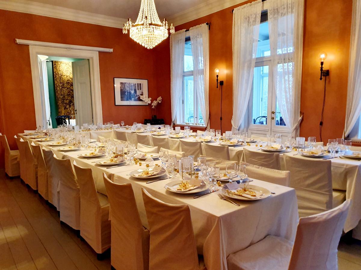 Dekket bord i Bestyrerboligen (Foto/Photo)