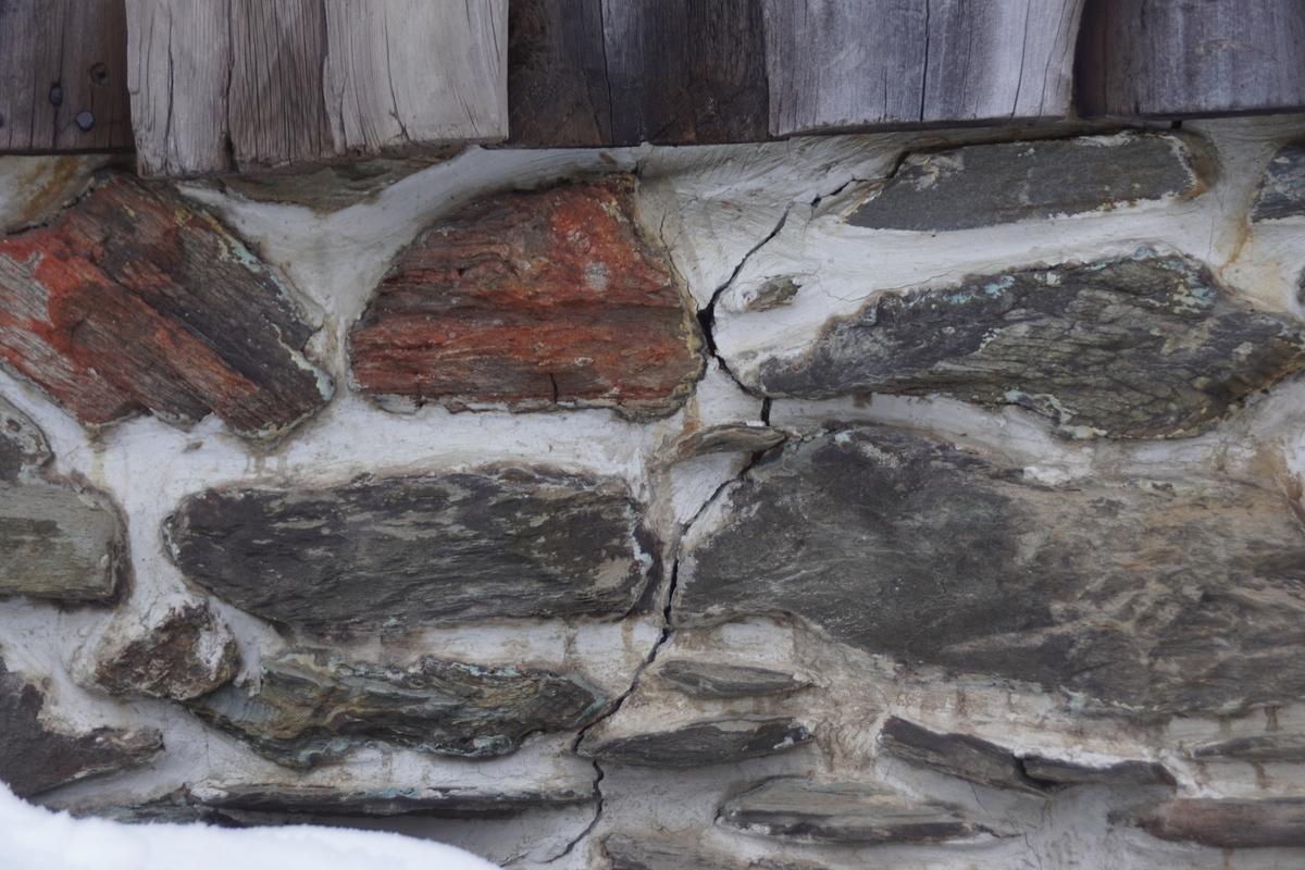 Smia er en av de eldre bygningene i Kurantgården, oppført på begynnelsen av 1800-tallet. Smia var en helt nødvendig bygning for produksjonen ved kobberverket. Smia er murt i naturstein med leire som bindemiddel. Gavlen mot nord er en panelt sperrebukk. Taket er tekket med torv. Rundt 1850 fikk bygningen valmet tak, men i løpet av første halvdel av 1900 ble taket igjen ombygd til vanlig saltak. En større restaurering ble foretatt i årene 1994-95.