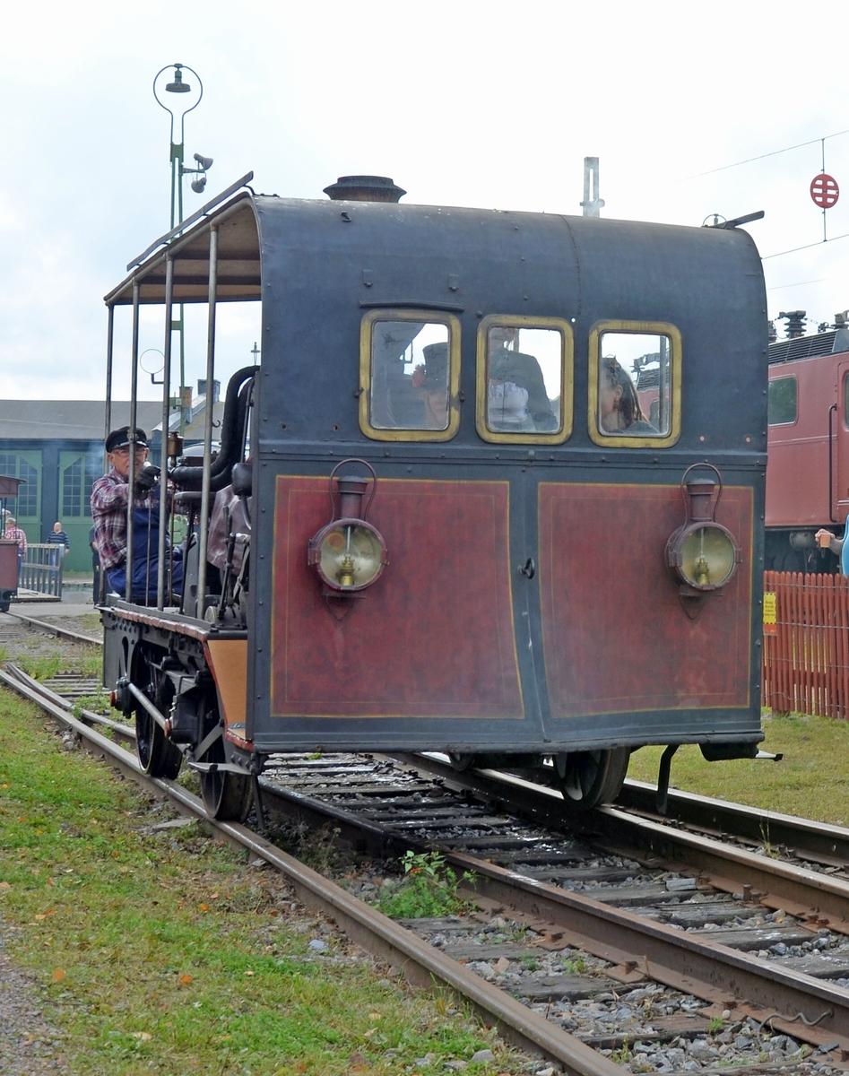 Ångdressin från Uddevalla-Vänsersborg-Herrljunga Järnväg, UWHJ 2.  EVN-nummer: 99 74 9620 002-0