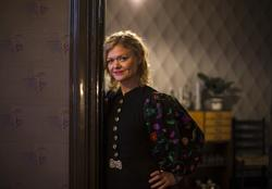 """Formidler i rollen som beboer Evelyn Berg i leiligheten """"Sli"""