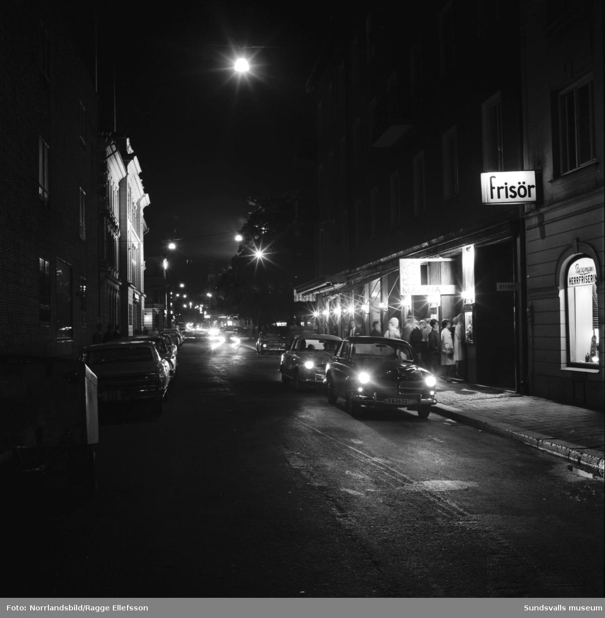 Interiör och exteriörbilder från nattklubben Marina på Kyrkogatan 16. Reportagebilder med personal och besökare för tidningen Vi.