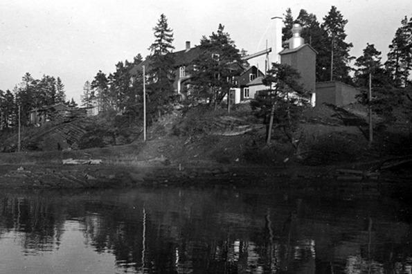 Arnestad Bruk på 1950-tallet. Bilde utlånt av Per Rohde Natvig, hentet fra Vollen Historielags årbok. (Foto/Photo)
