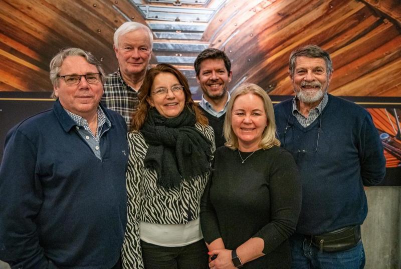 Styret i Oslofjordmuseets Venner er fra venstre: Lars O. Nordal, Per Salvesen, Heidi Sommarset, Thomas Roander, May Britt Bjerke og Tore Hansen. Dag Juell Pettersen var ikke tilstede da bildet ble tatt. FOTO: Morten Jensen. (Foto/Photo)