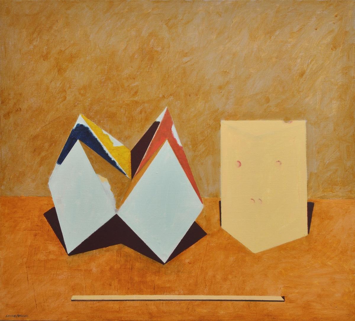 """Tavla med spännram. Akryl på duk. """"Tre udda ting"""" 1986. Från höger avbildande en gul ost, en blå-röd-gul-brun loppfångare, och i bildens nederkant en gul ribba. De geometriskt uppbyggda föremålen står på brun yta. Fonden ljusbrun."""