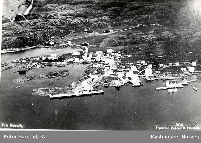 Rørvik sentrum, flyfoto sett fra øst