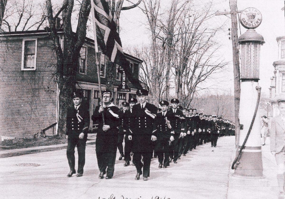 """"""" Camp Norway"""" skolen for utdannelse av skyttere til handelsflåten, Lunneburg, Nova Scotia 1942, 17. - maifeiring"""
