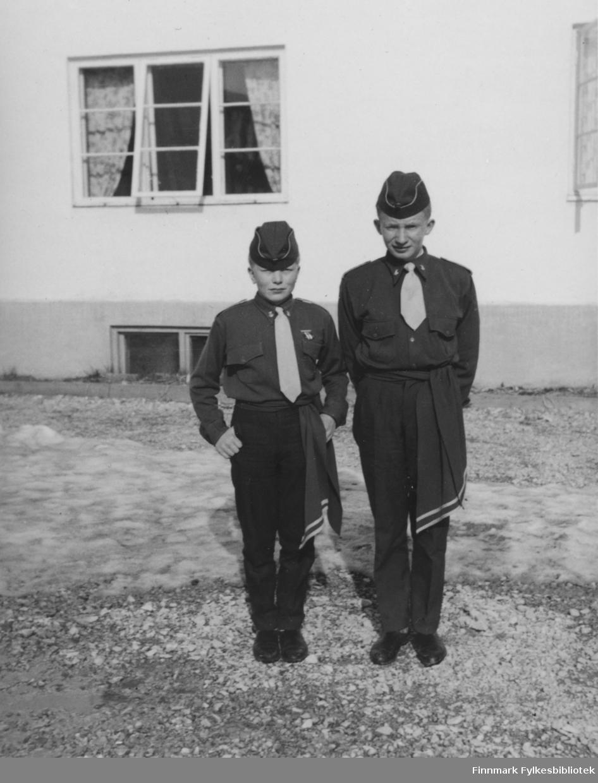 Børselv skolemusikkorps i 17. mai, 1962. Fra venstre: John Kristiansen og Terje Aronsen.