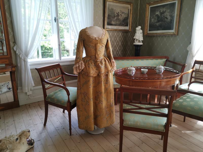 Gule kjole på Rød Herregård (Foto/Photo)