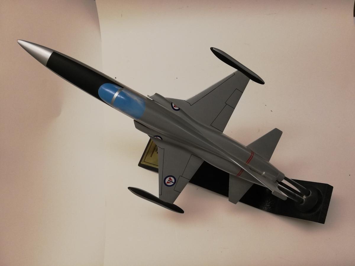 Modell av F-5A gitt til Luftforsvaret av Northrop Grumman. 30 års service.