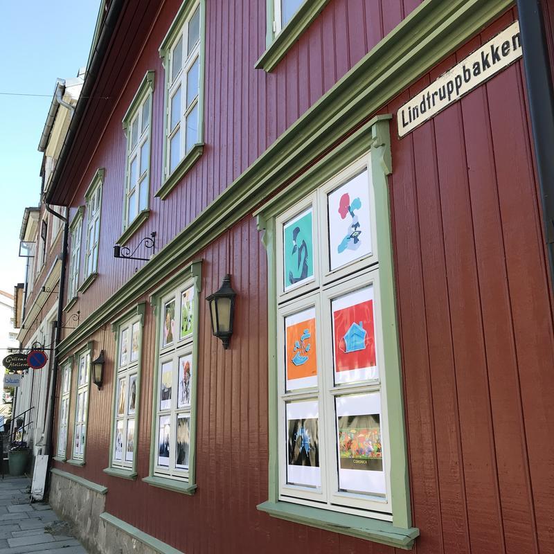Lindtruppbakken leder ned til Drøbak sentrum. (Foto/Photo)