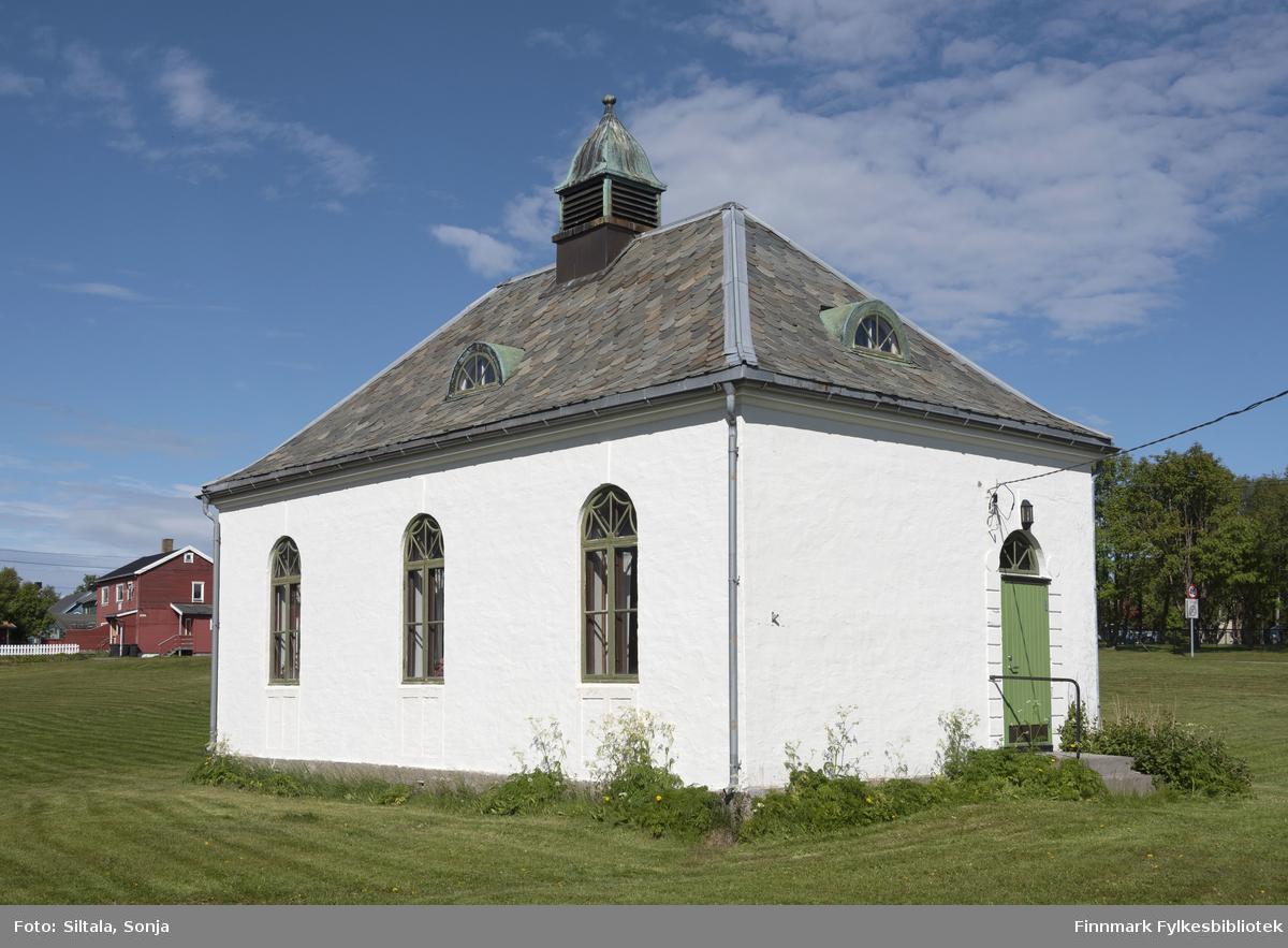 """""""Gamle Finmarksbiblioteket"""" i Vadsø 25.6.2020, eies av Vadsø kommune. Finmarksbiblioteket ble offisielt åpnet i 1926. Arkitekt er H. Chr. Hansen."""