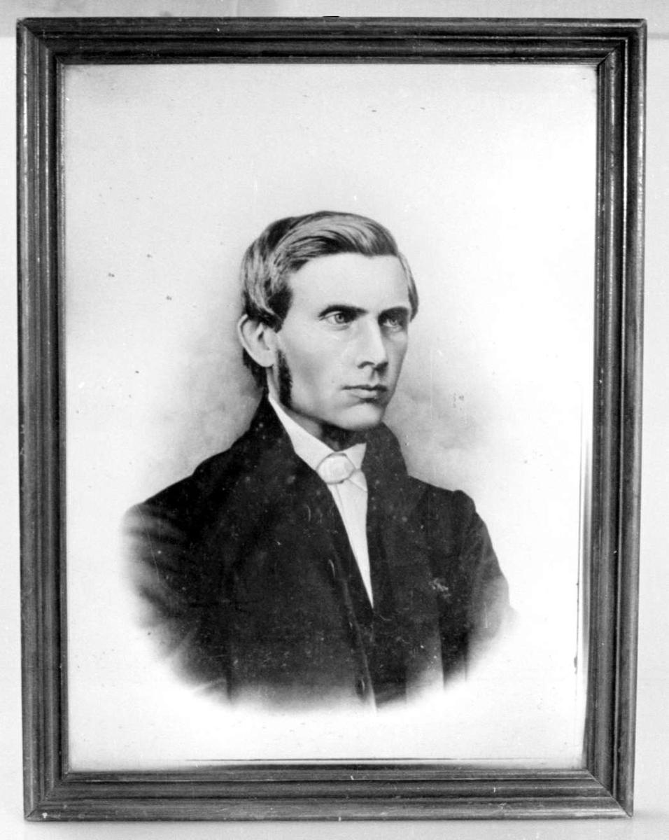 Portrett av Asbjørn Kloster.