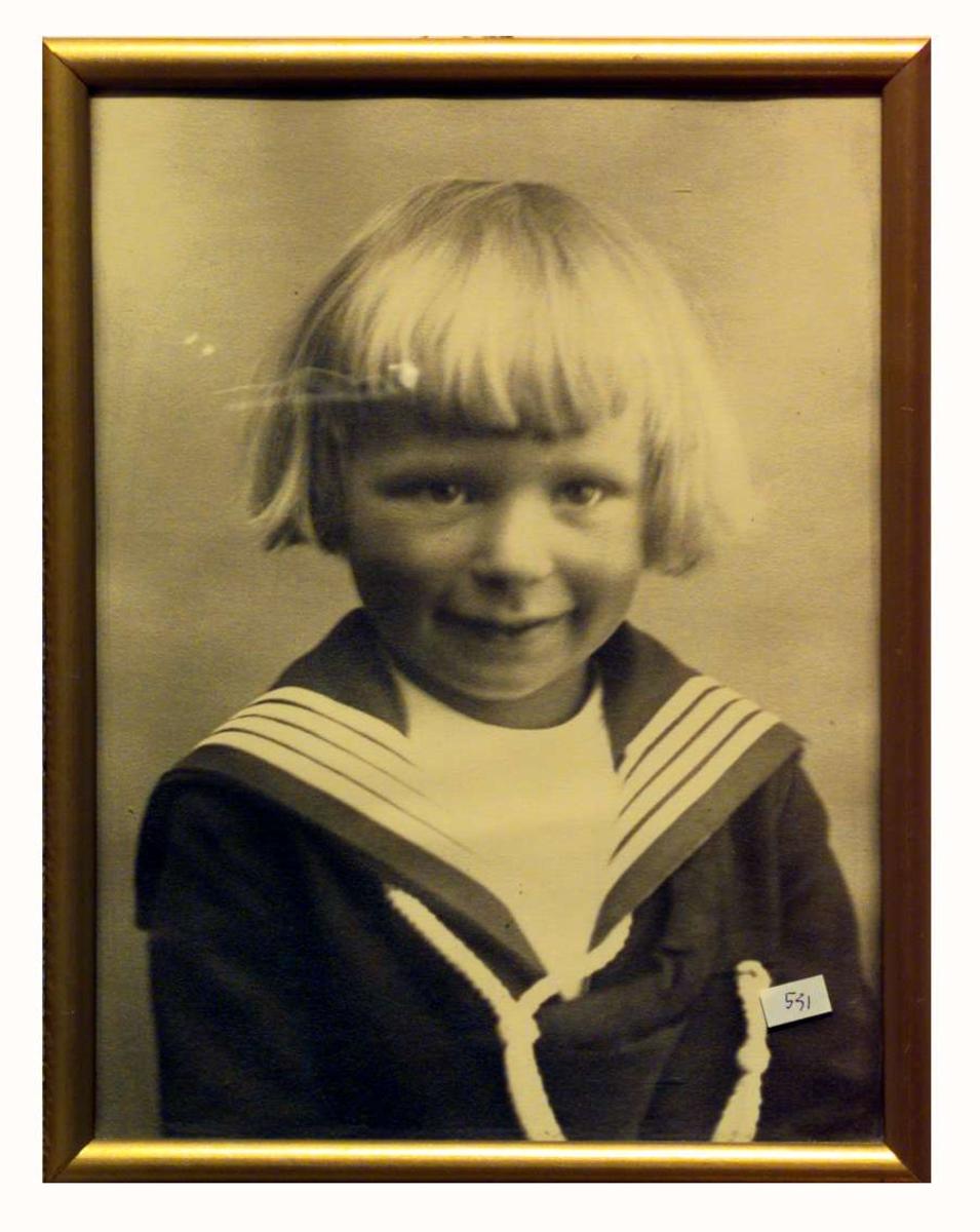 Hans Benedict Undset Svarstad i matrosdress, ca. 5 år gammel..