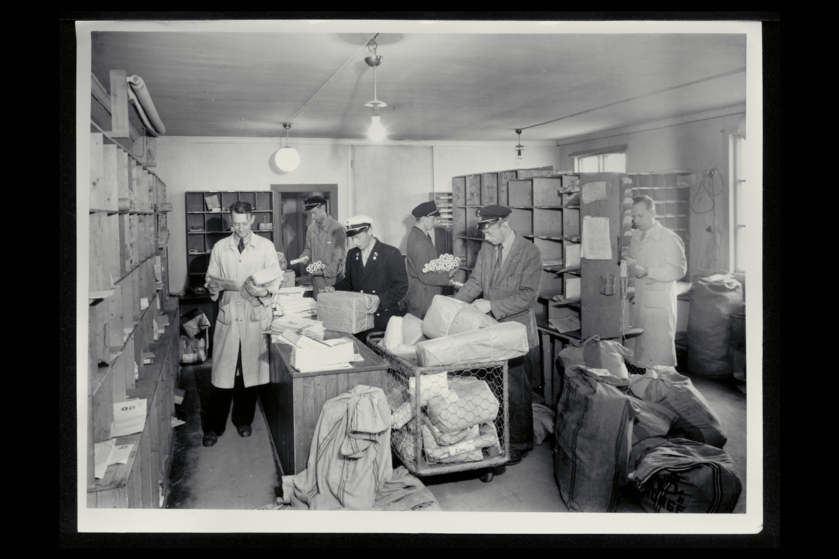 interiør, postkontor, 8000 Bodø, brev og pakkeavdelingen, sortering, postbud