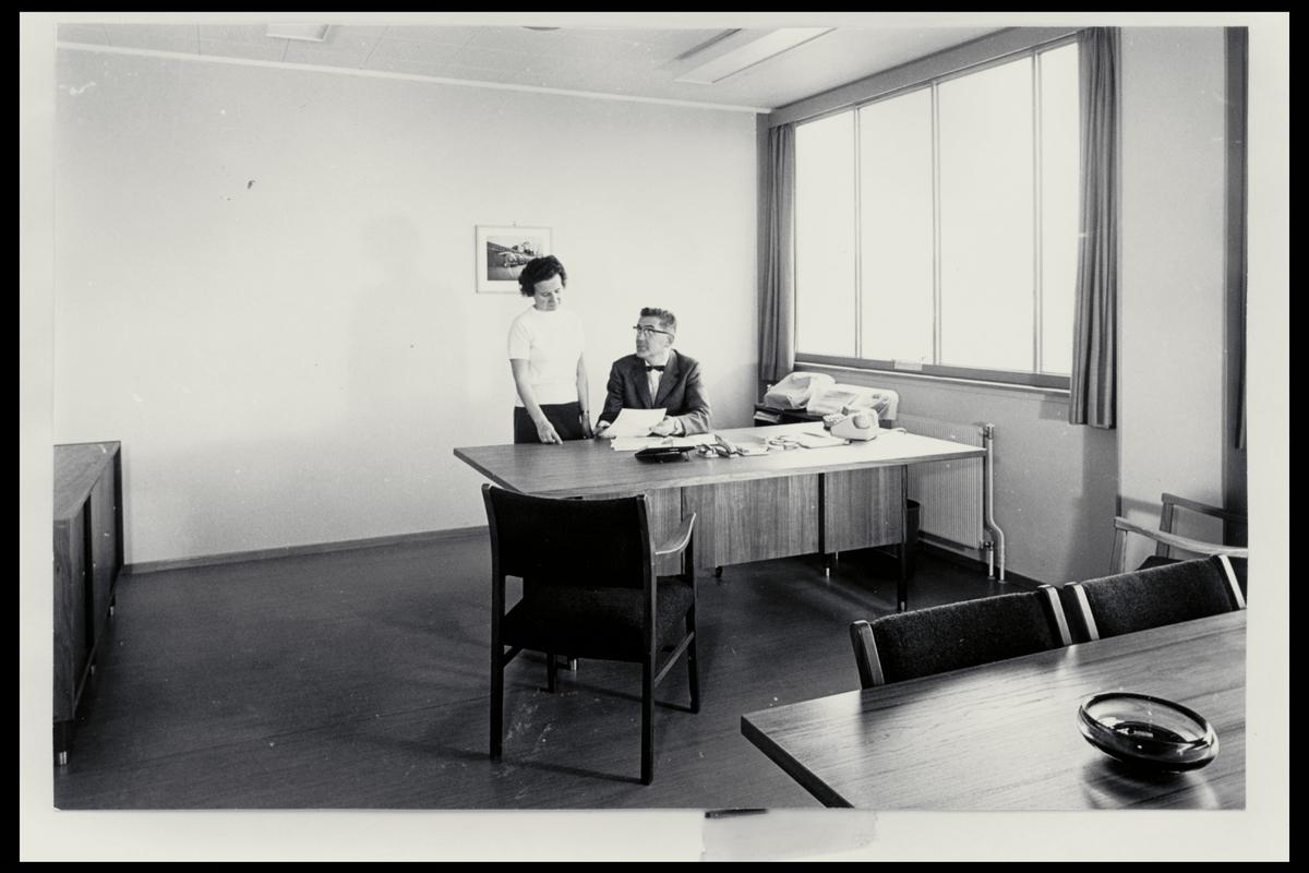 interiør, bilverksted, 0196 Konowsgate, kontor, mann, kvinne