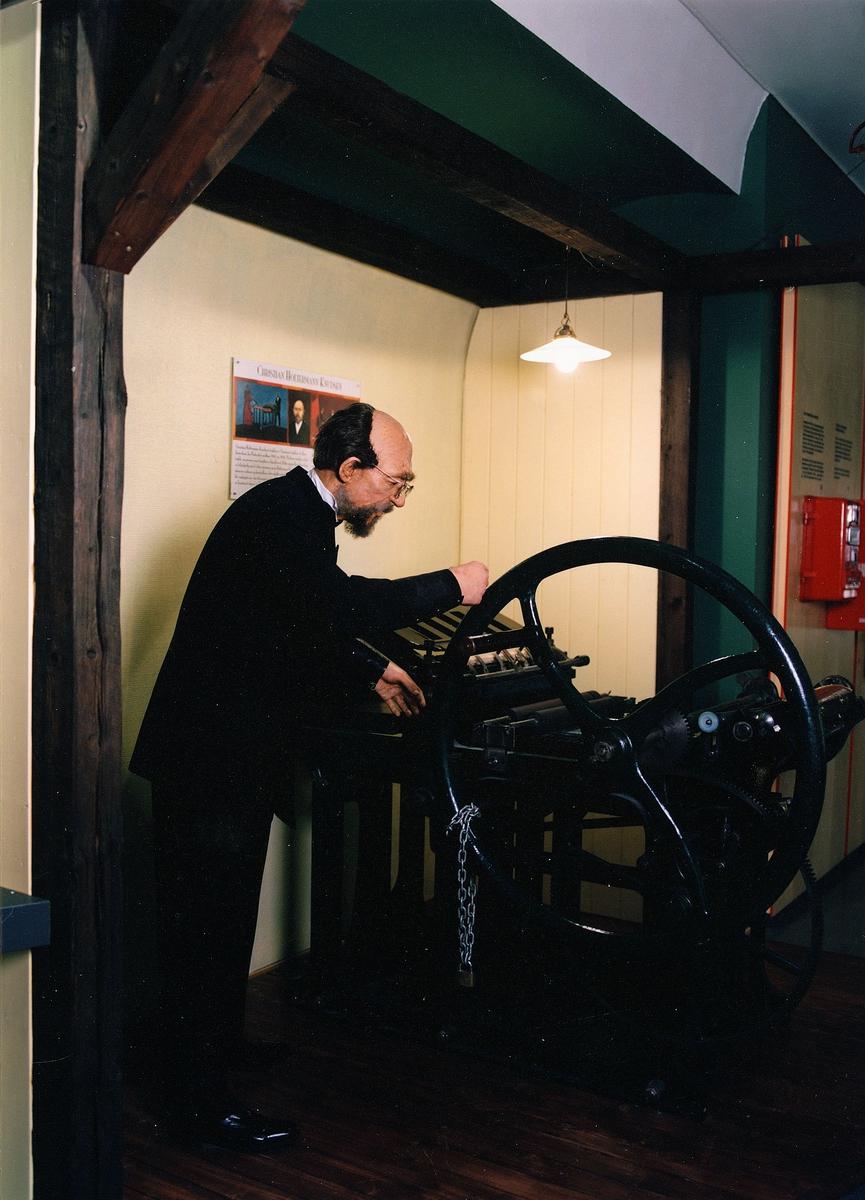 Postmuseet, Oslo, utstilling, Christian Holtermann Knudsen, frimerketrykking