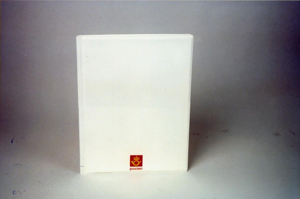 Postmuseet, gjenstander, mappe, møtemappe med Postens logo.