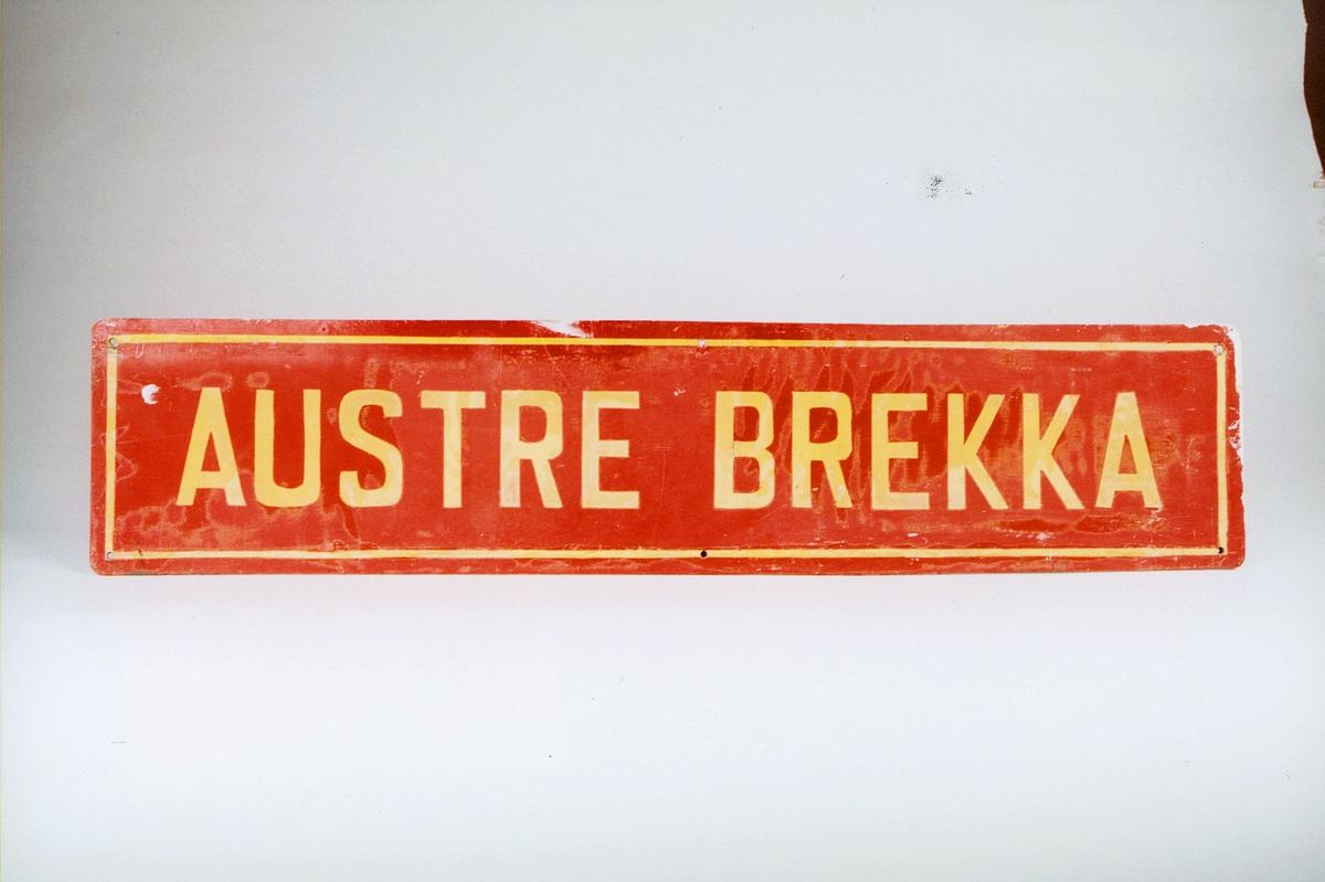 Postmuseet, gjenstander, skilt, stedskilt, stedsnavn, Austre Brekka.