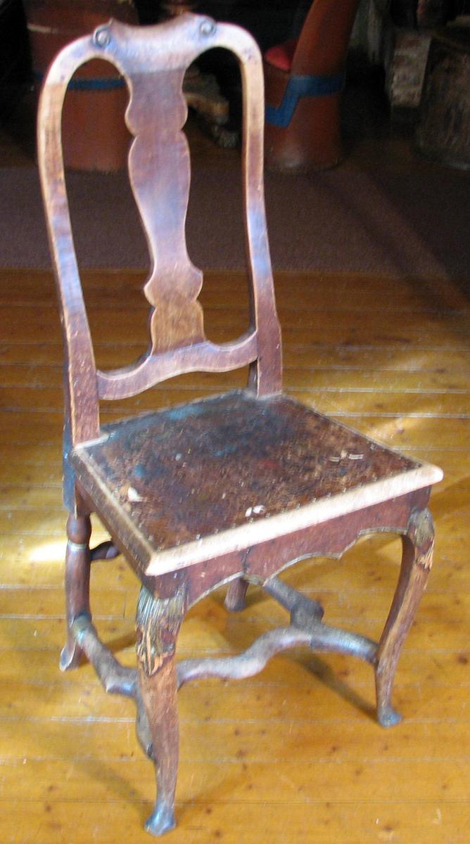 1. del av 1700- tallet, engelsk type Form: Ben, forbindingssprosser og sargens underside svunget,