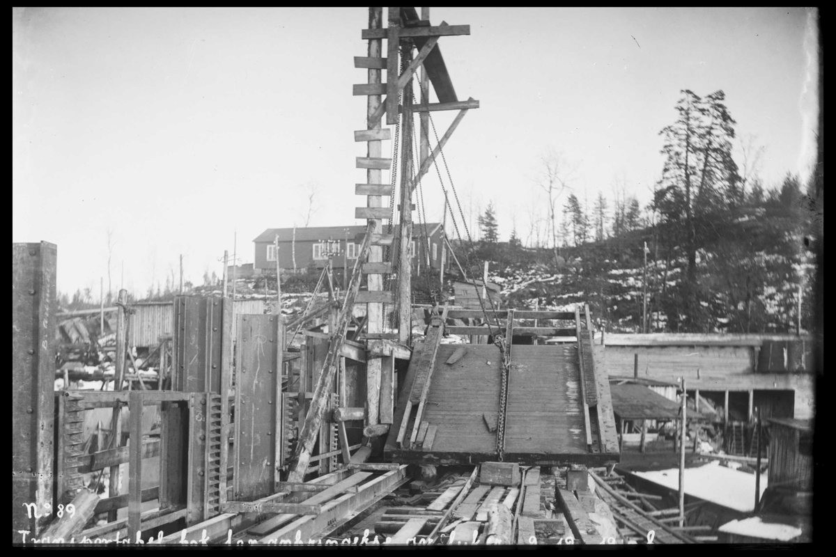 Arendal Fossekompani i begynnelsen av 1900-tallet CD merket 0565, Bilde: 99 Sted: Haugsjå Beskrivelse: Transportabel blokk for montering av luker