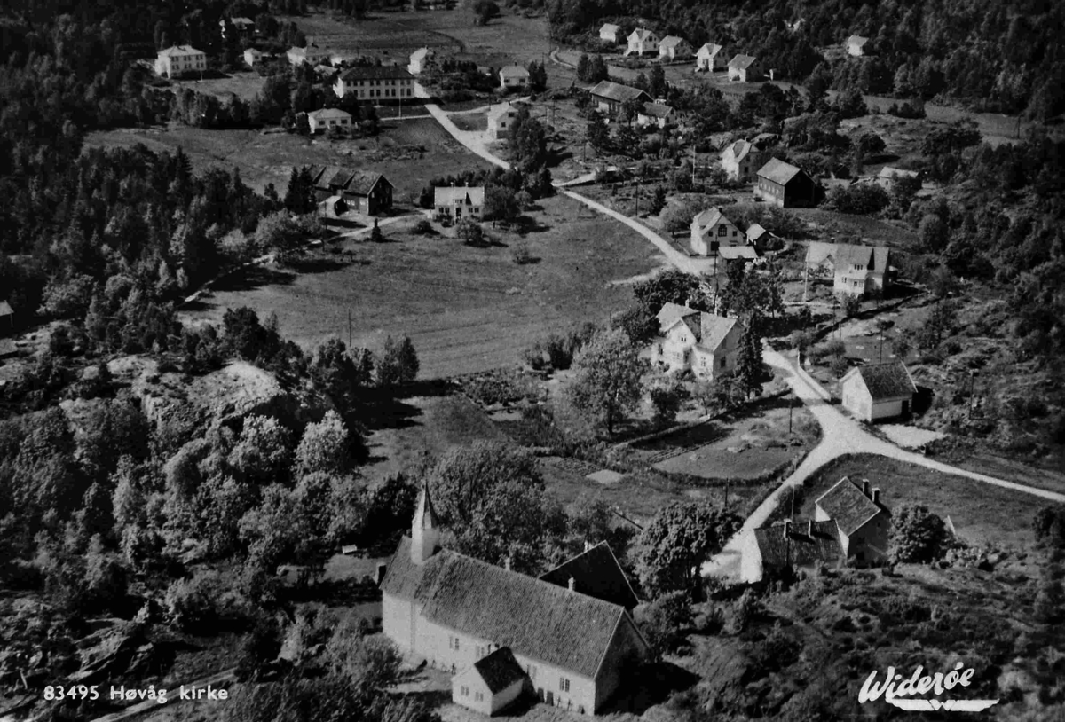 Flyfoto av Høvåg kirke
