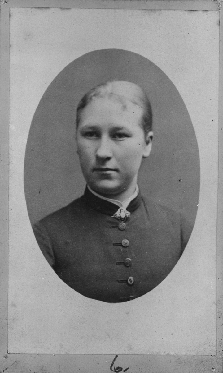 Brystbilde av Magdalene Mathisdtr. Baarlid f. Hammer 1862-1951