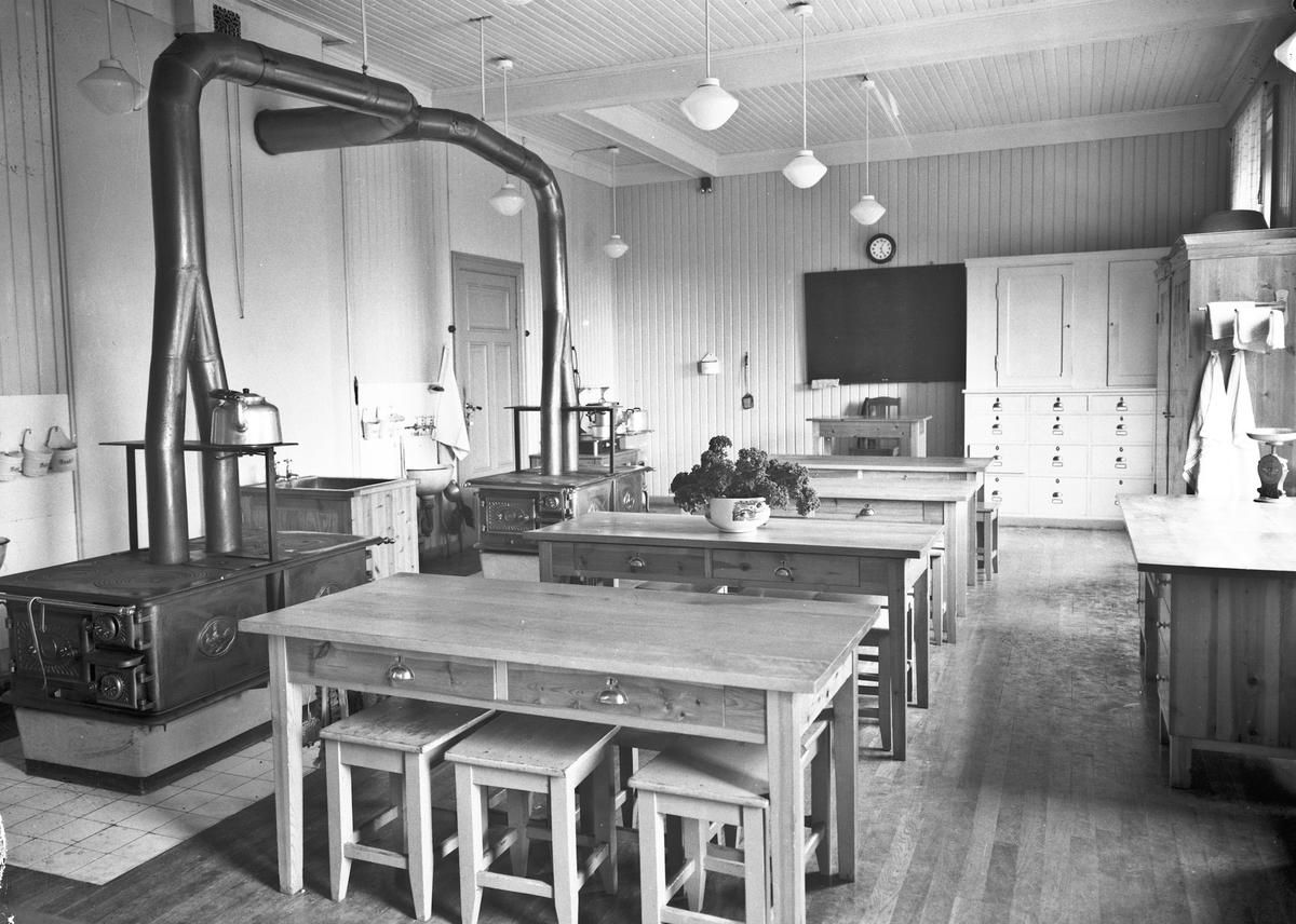 Stor-/skolekjøkken.