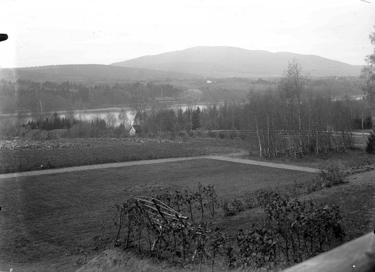 Utsikt fra Folkehøyskolen mot Mistberget.