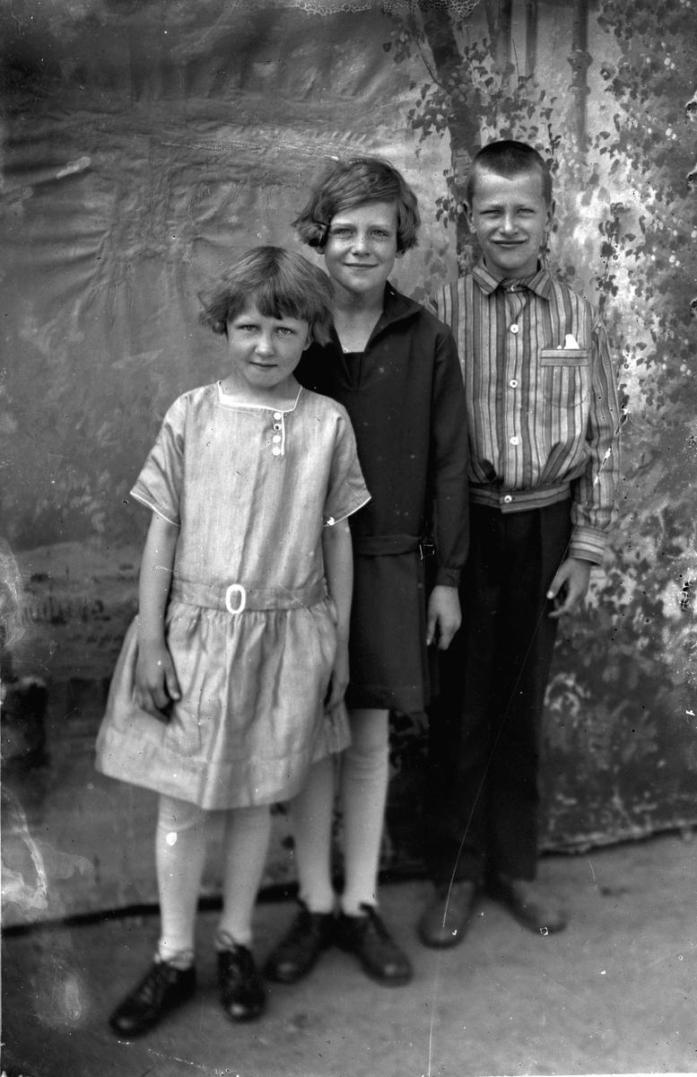 Portrett. 3 barn