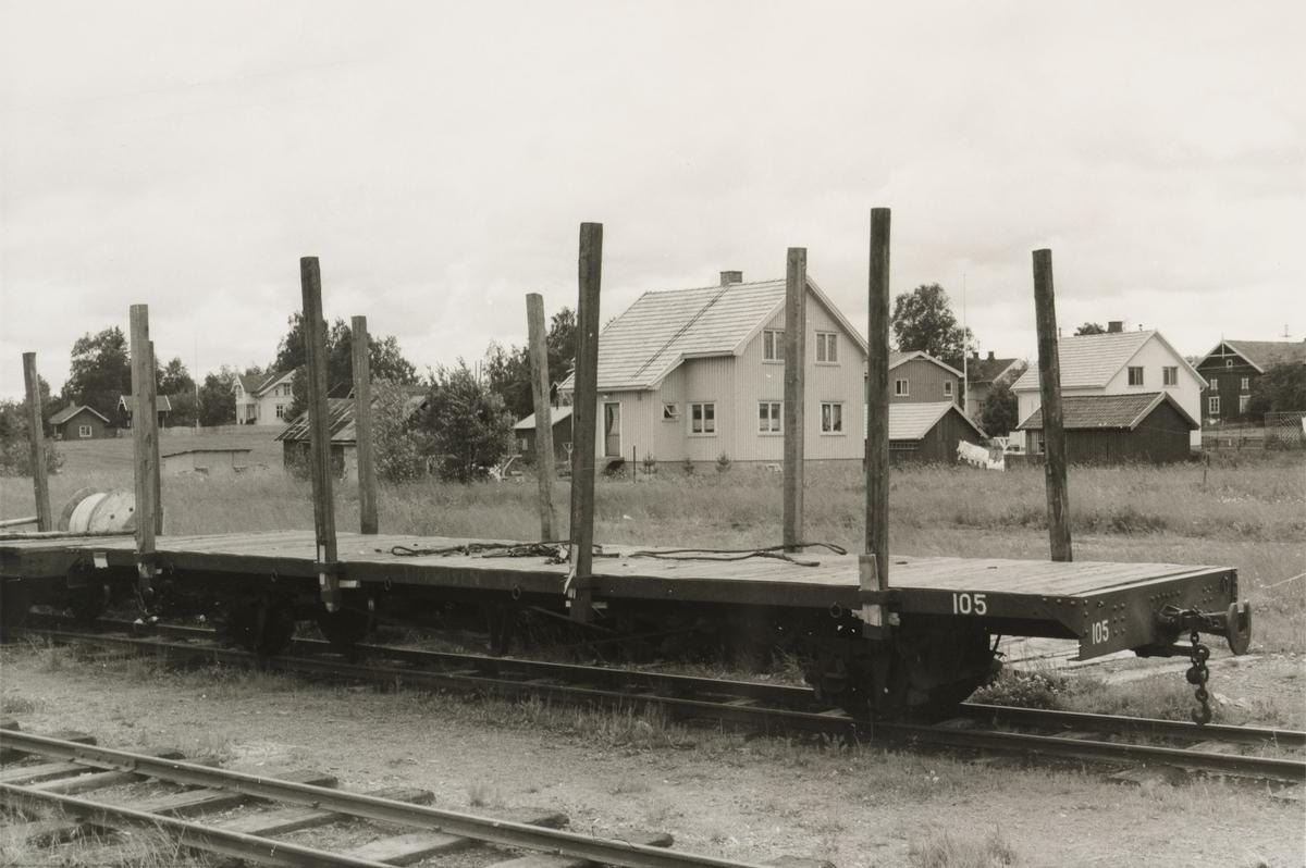Flatvogn T 105, levert til Liermosen Torvstrøfabrikk. Bjørkelangen stasjon.