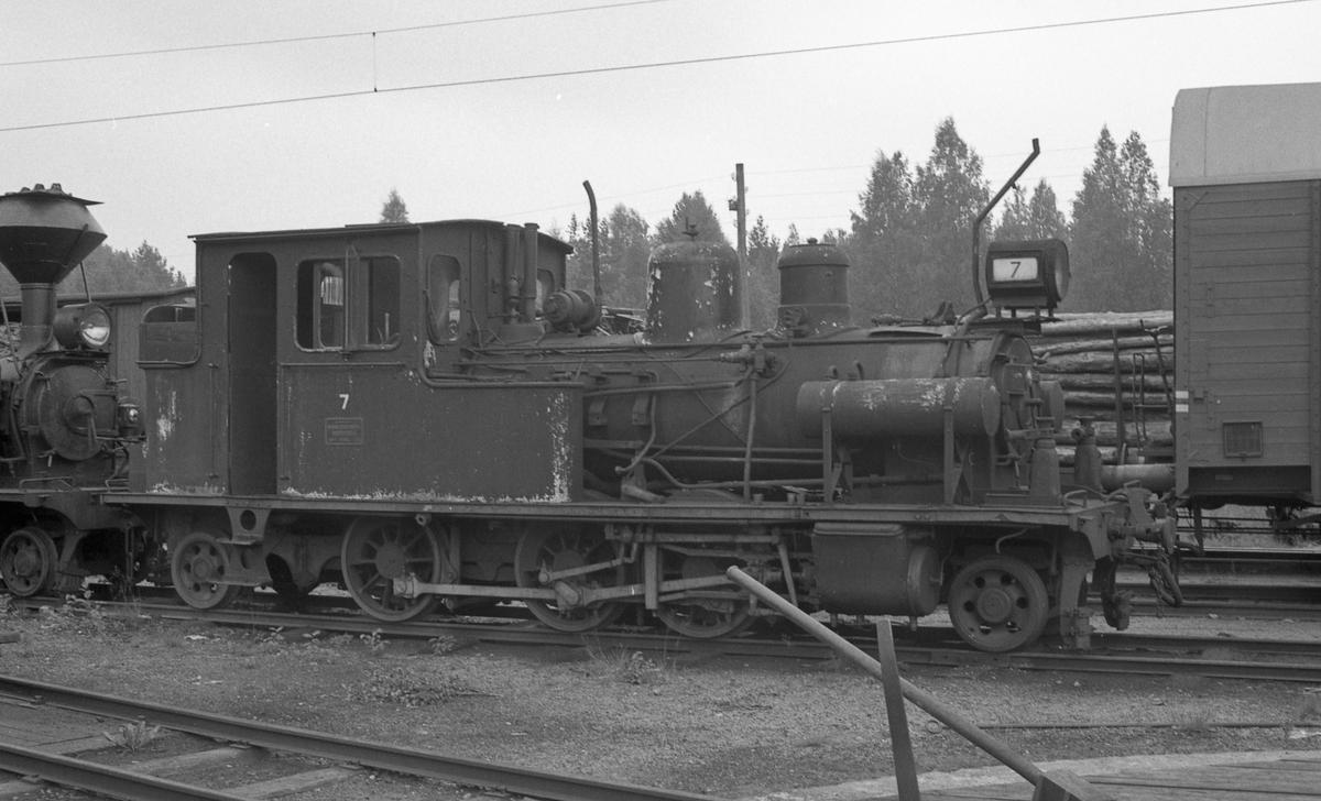 Damplokomotiv nr 7 hensatt på Grovane
