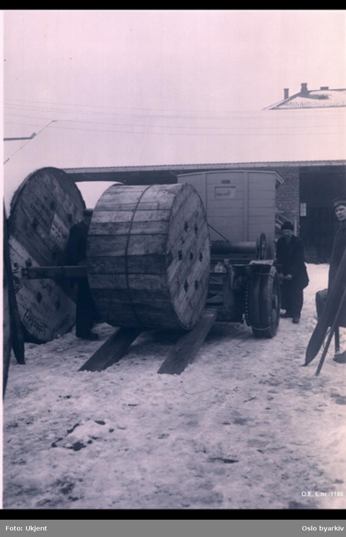 Lossing av kabelrull fra lastebil