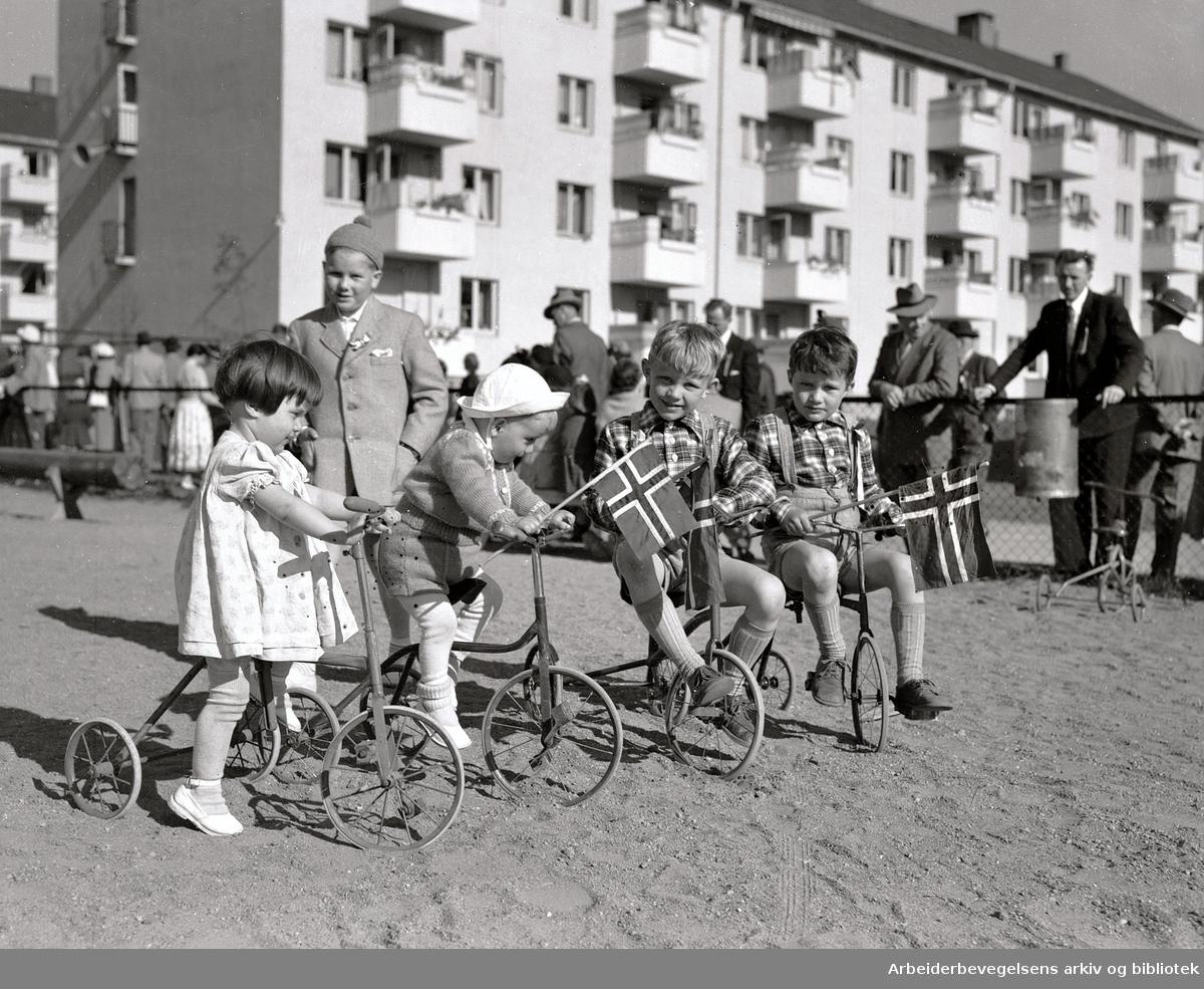 Boligselskapene fester med de minste på Keyserløkka,.17. mai 1952
