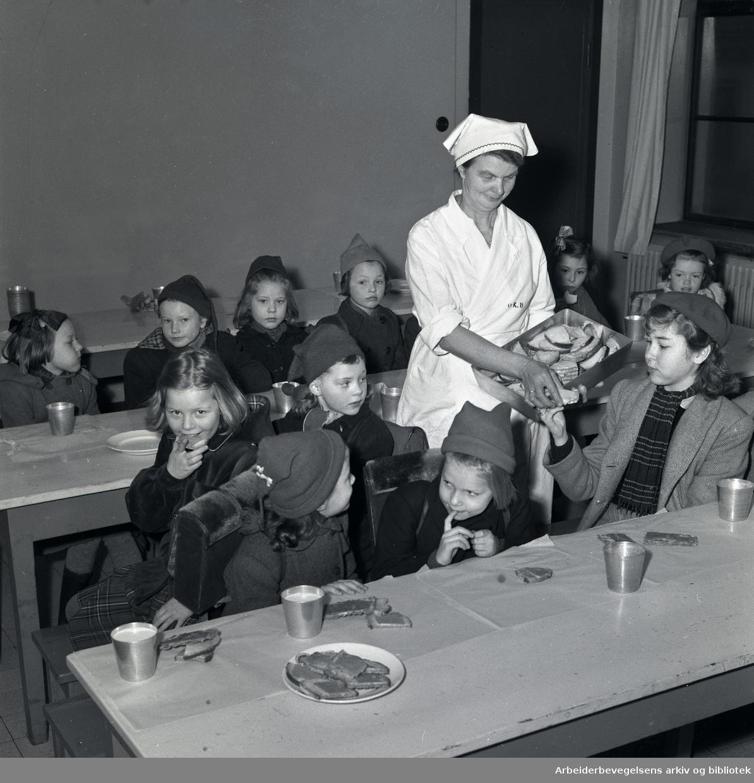 Skolefrokost,.mars 1950