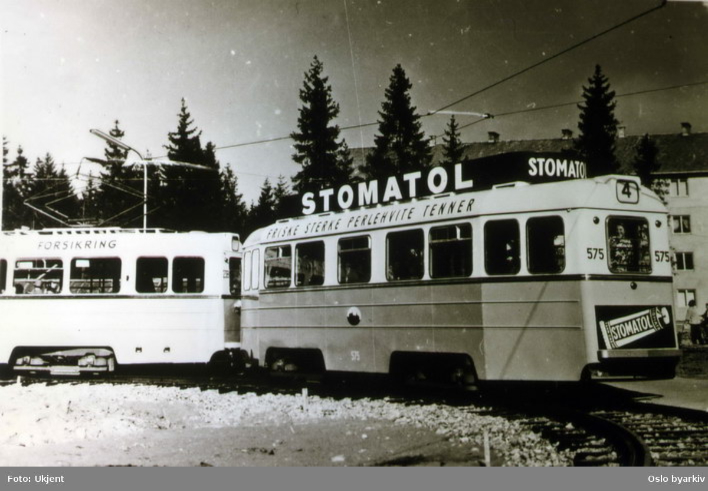Høkavogn 238-575, linje 4 til Lambertseter. Reklame for Stomatol.