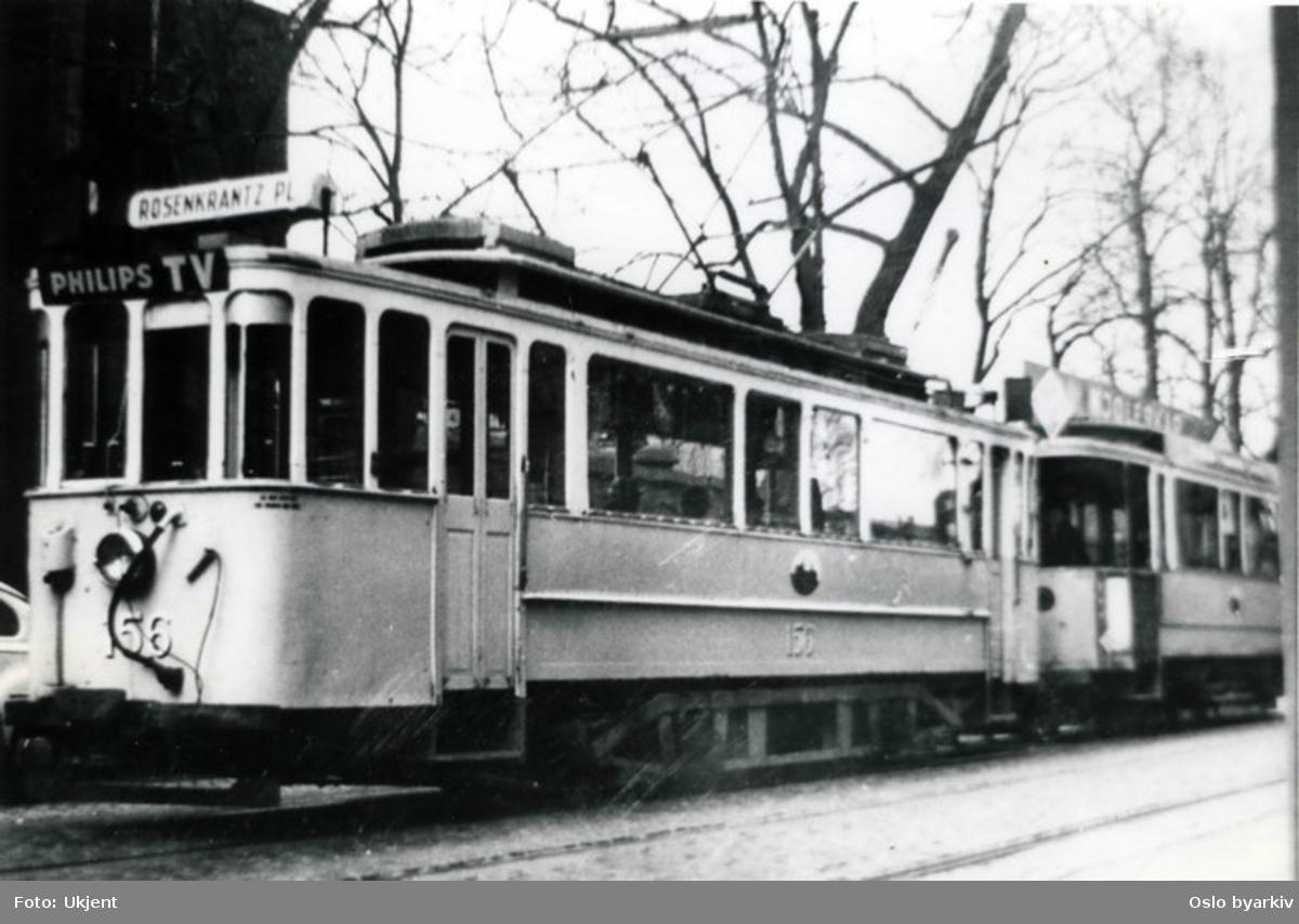 Oslo Sporveier. Trikk motorvogn 156 (Drill) med tilhenger mot Rosenkrantz' plass (fra 1966 C. J. Hambros plass). Tidligere Grønntrikk fra 1899, ombygget 1921. Utrangert 1966. Trikkereklame for Philips TV.