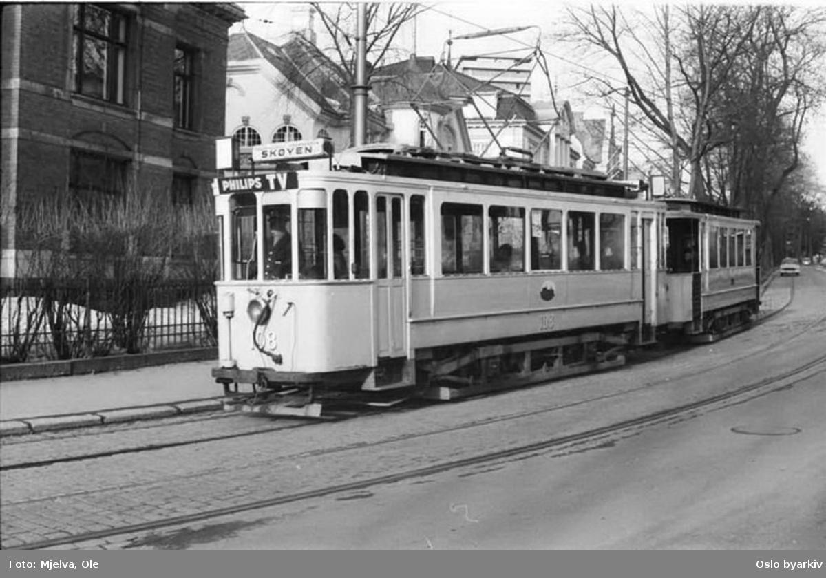 Oslo Sporveier. Trikk motorvogn type SS nr. 108 (fra 1914) linje 3x, Etterstad-Skøyen, her på Drammensveien.