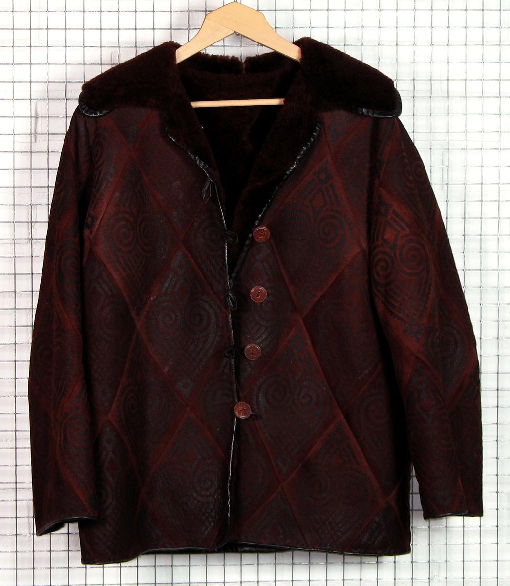 Form: Klassisk jakke med krage