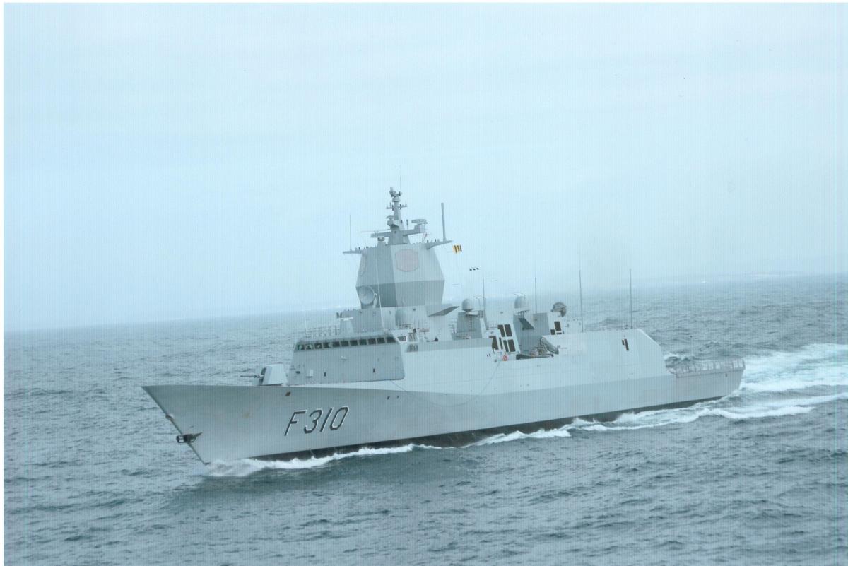 Fregatt av Nansen-kl, KNM Frithjof Nansen F310 i fart, babord side
