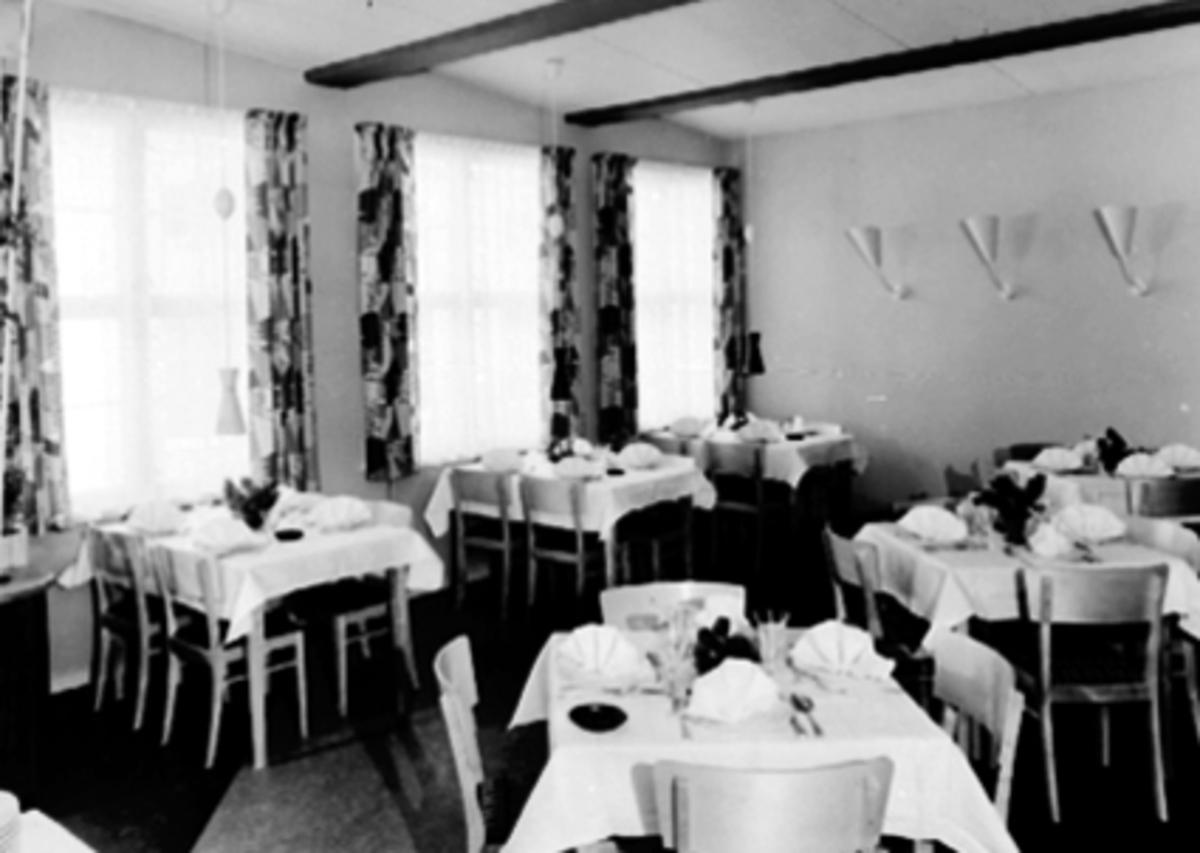 INTERIØR SPISESAL, BONDEHEIMEN HOTELL OG KAFFESTOVE, VANGSVEGEN 33