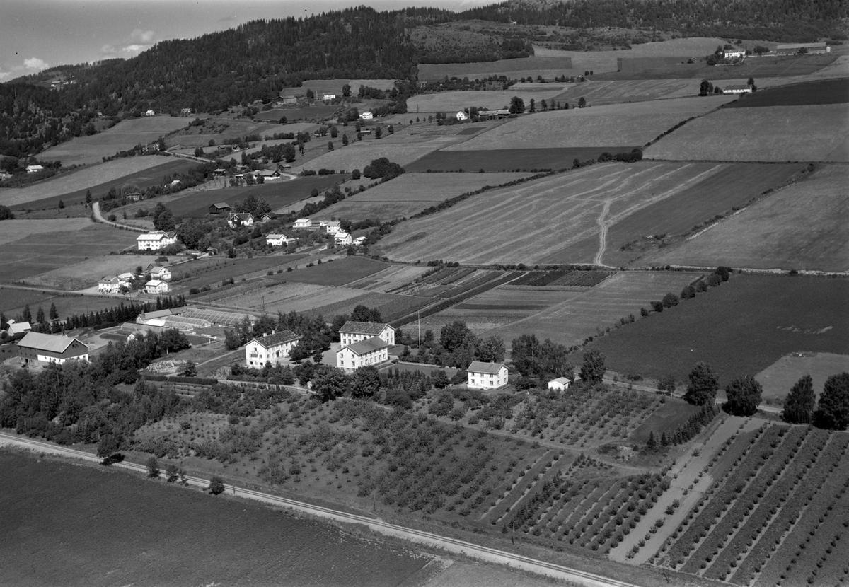 Flyfoto av Vea Hagebruksskole, Ring, Ringsaker.