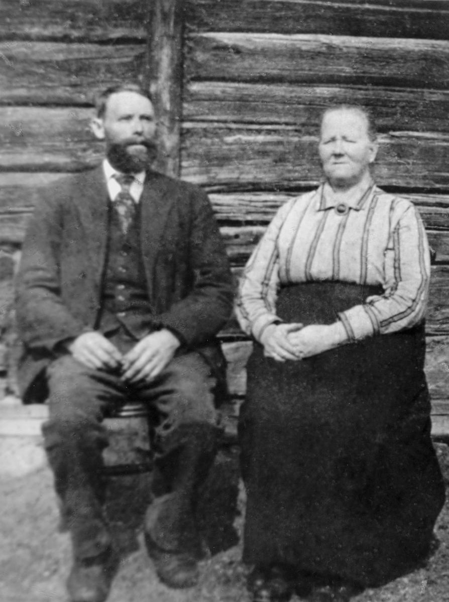Ole Gulbrandsen Hagen F.1874, Inegebord Amunsdatter F. 1860, Snekkerhagen, Brenden, Ringsaker.