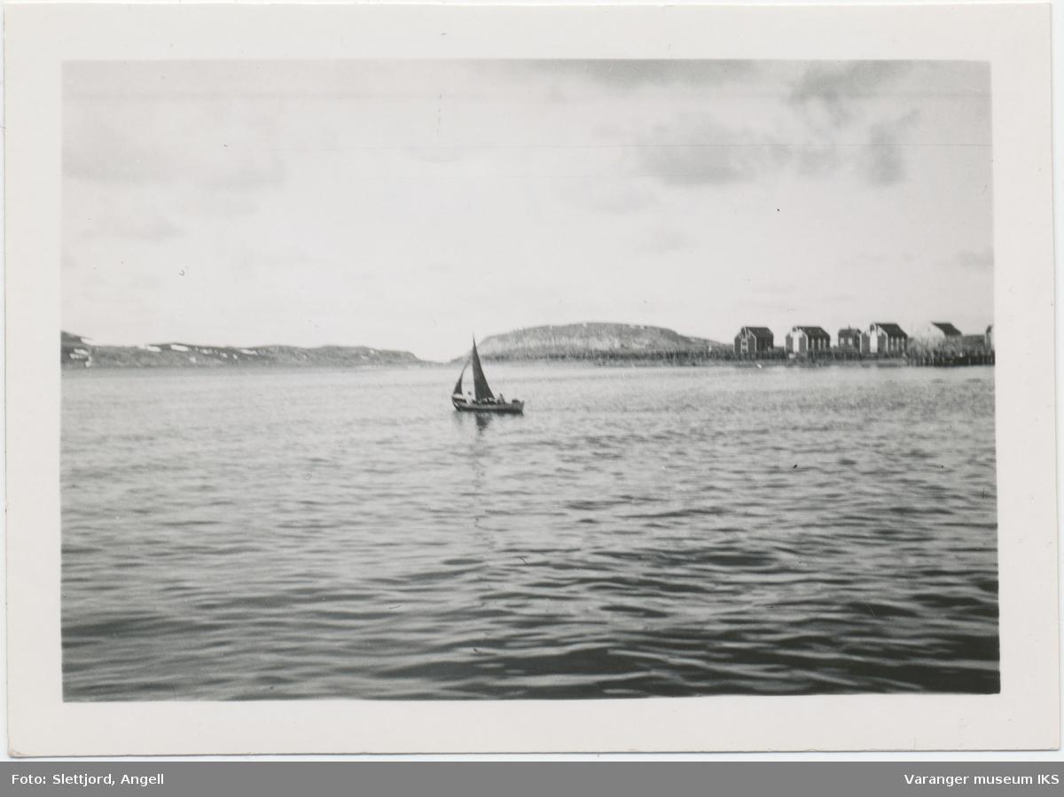Seilbåt utenfor Nordre Våg, sett mot nordøst
