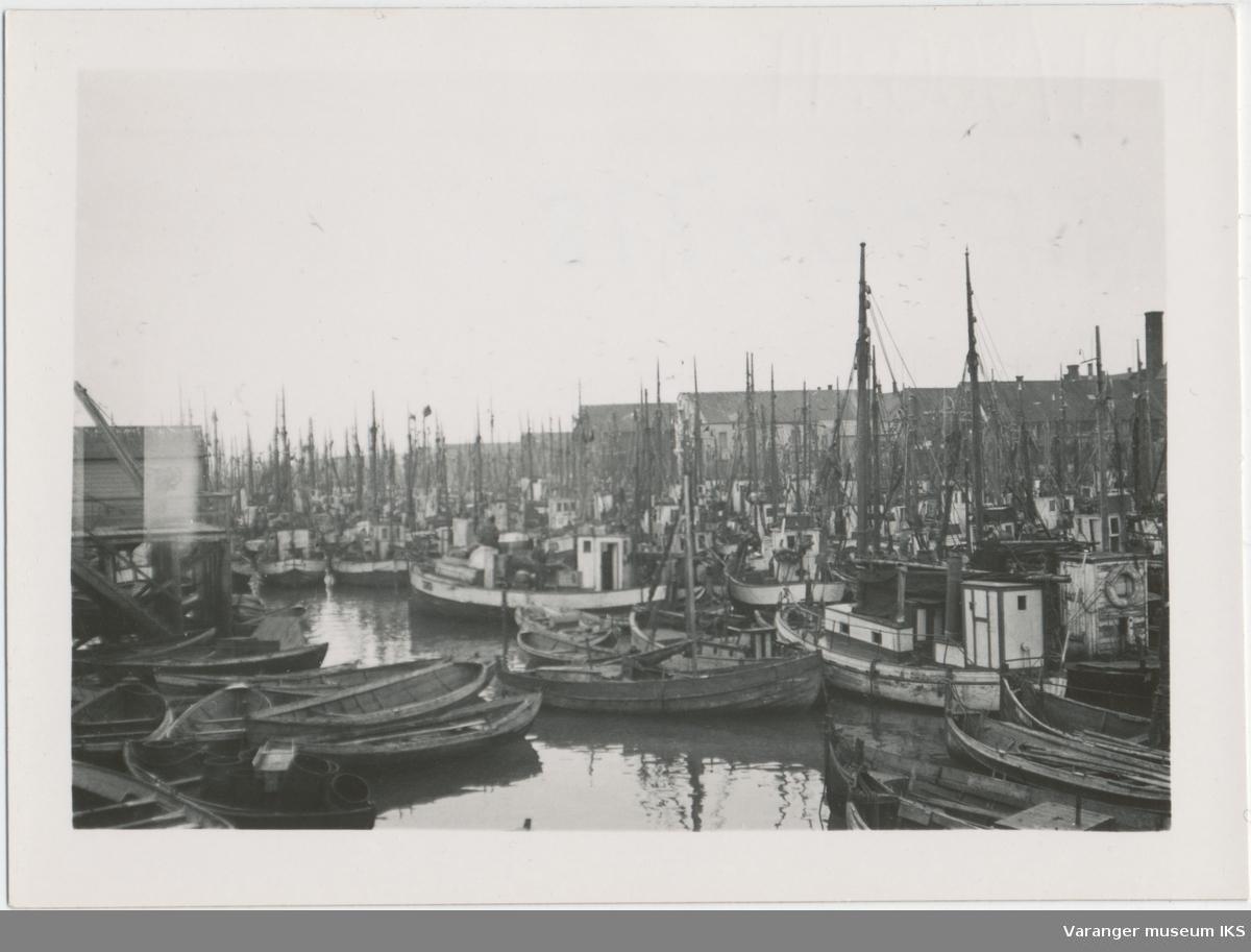 Fiskebåter på Nordre Våg, sett fra Valen, antatt 1937